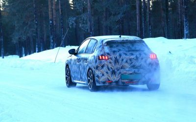Viitorul Peugeot 208 surprins în testele de iarnă