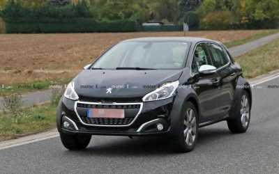Un posibil Peugeot 1008 surprins în teste pe străzi